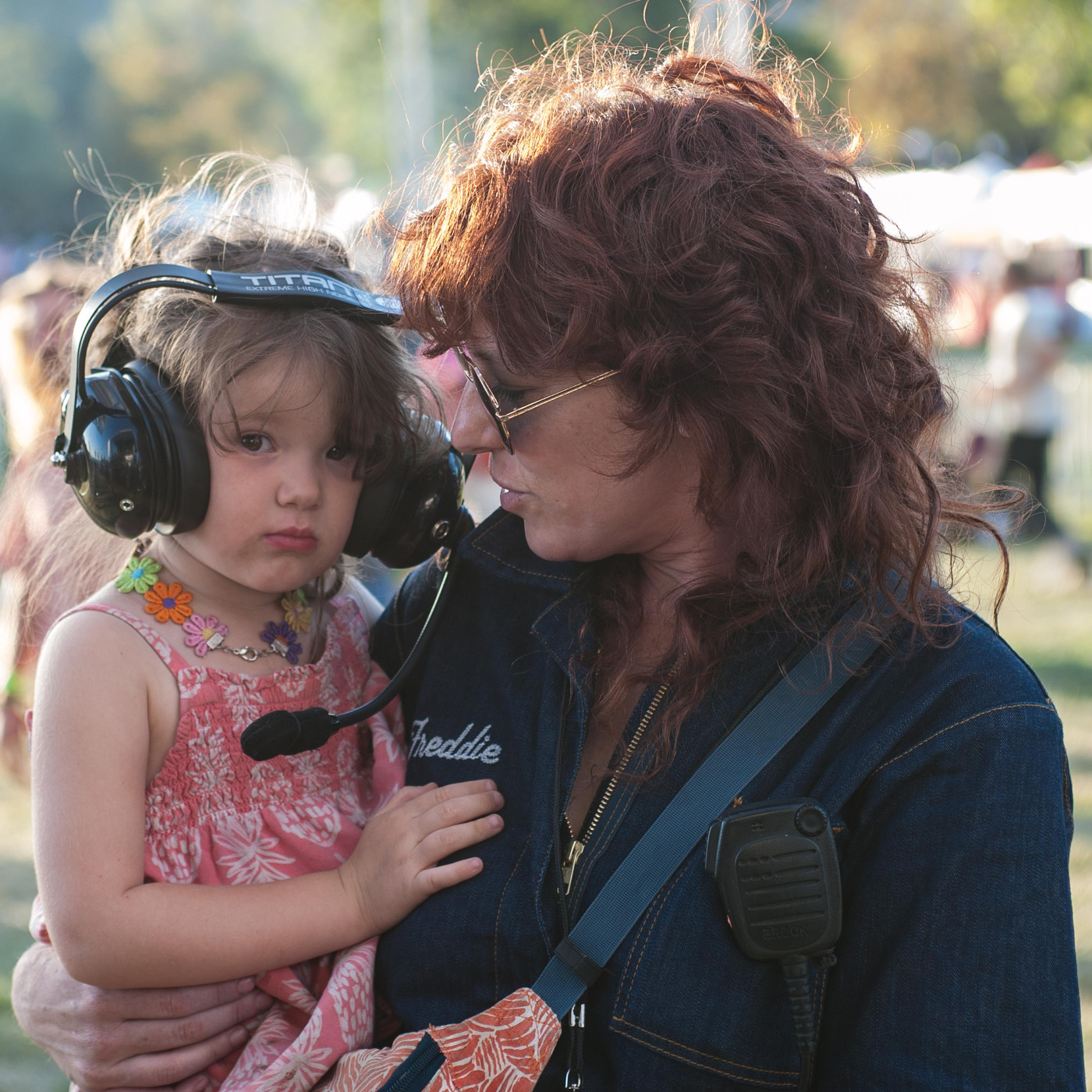 images/Desert Daze 2019/Julie Edwards spouse of Phil Pirrone with daughter watching pop perform DSC_8746